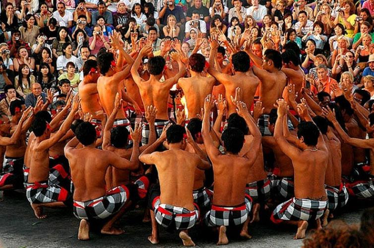 Tari Kecak Pura Uluwatu - Bali Paket Tour Murah, YOEXPLORE