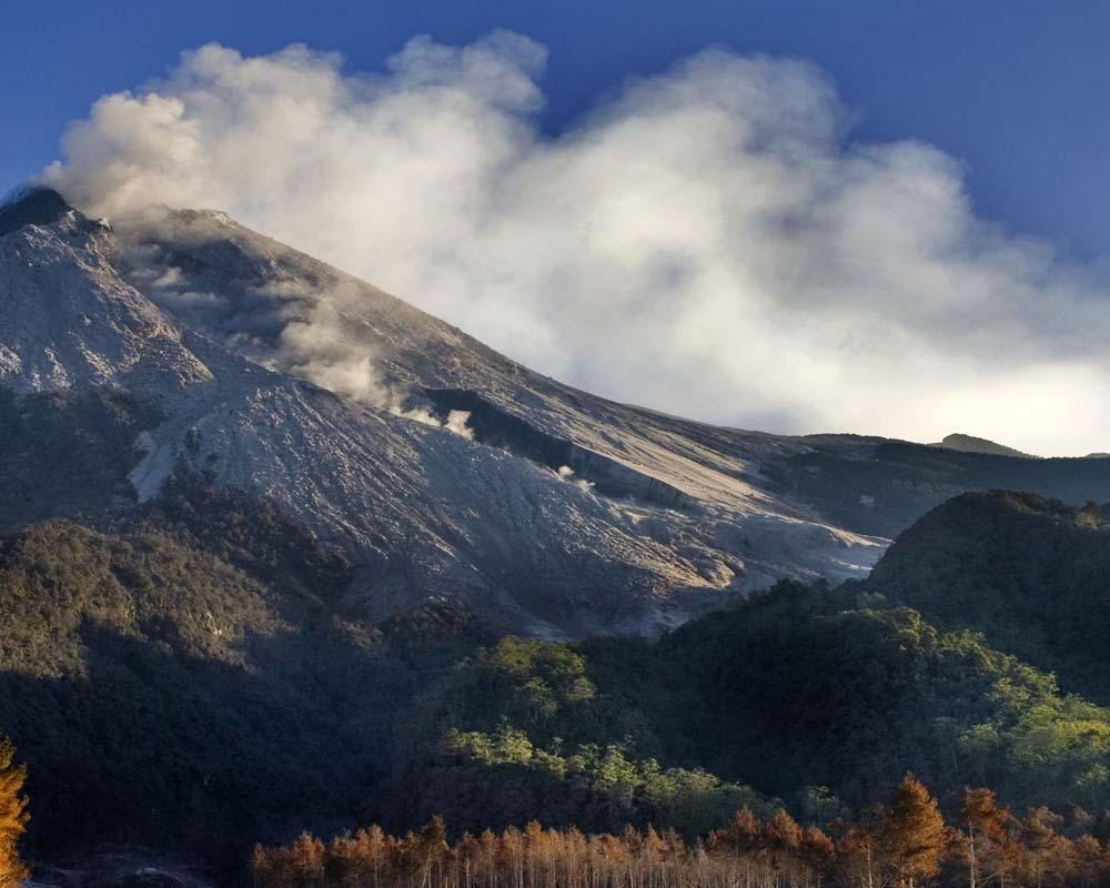 Merapi - climbing mount merapi - Mount Merapi Tour Packages, YOEXPLORE