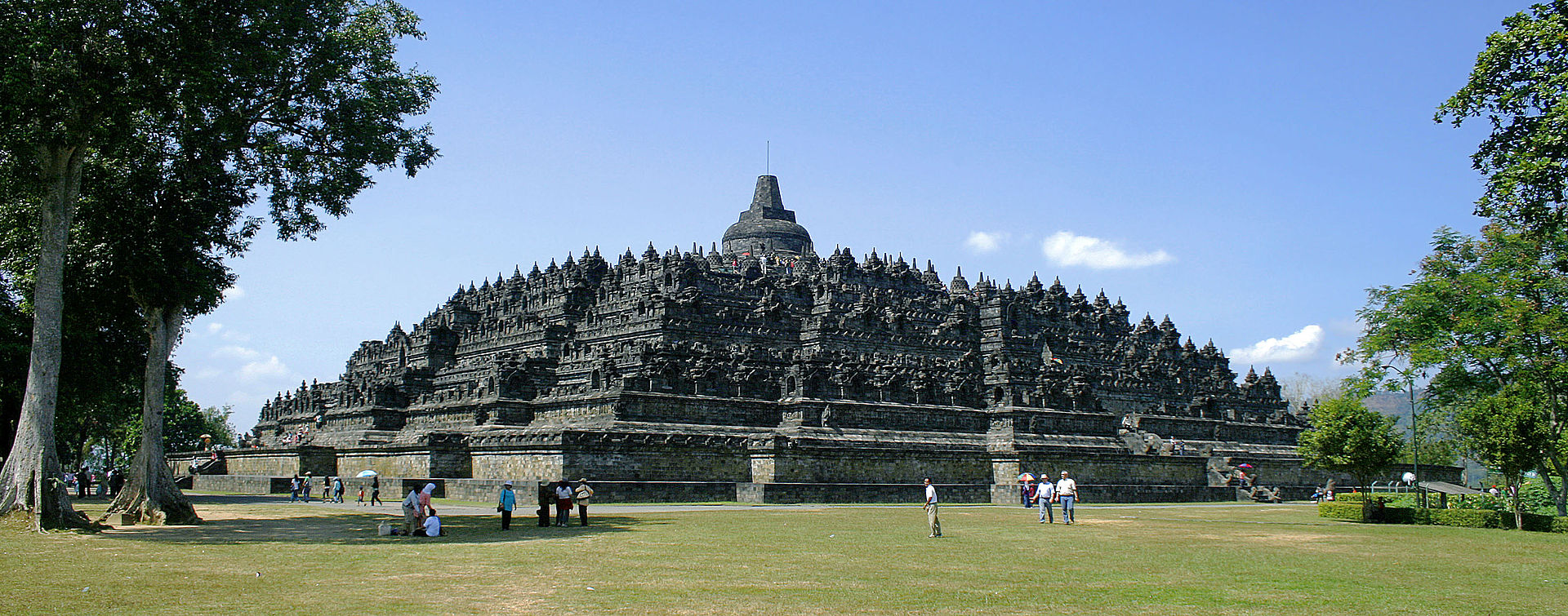 Borobudur Nothwest view - Borobudur Temple - Yogyakarta Tour Packages, YOEXPLORE