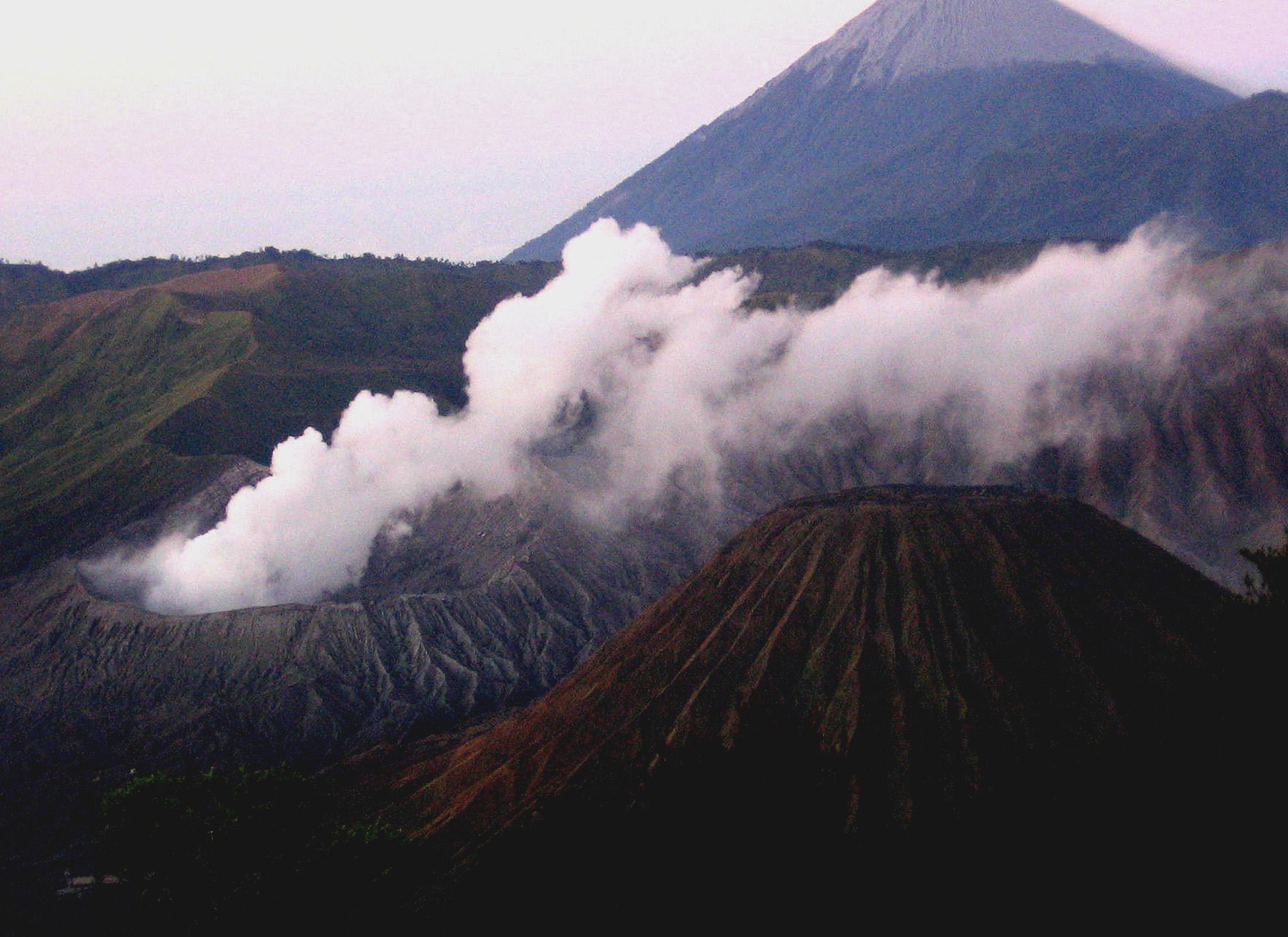 Mount Semeru - ranu kumbolo semeru - Ranu Kumbolo Semeru Tour Packages, YOEXPLORE