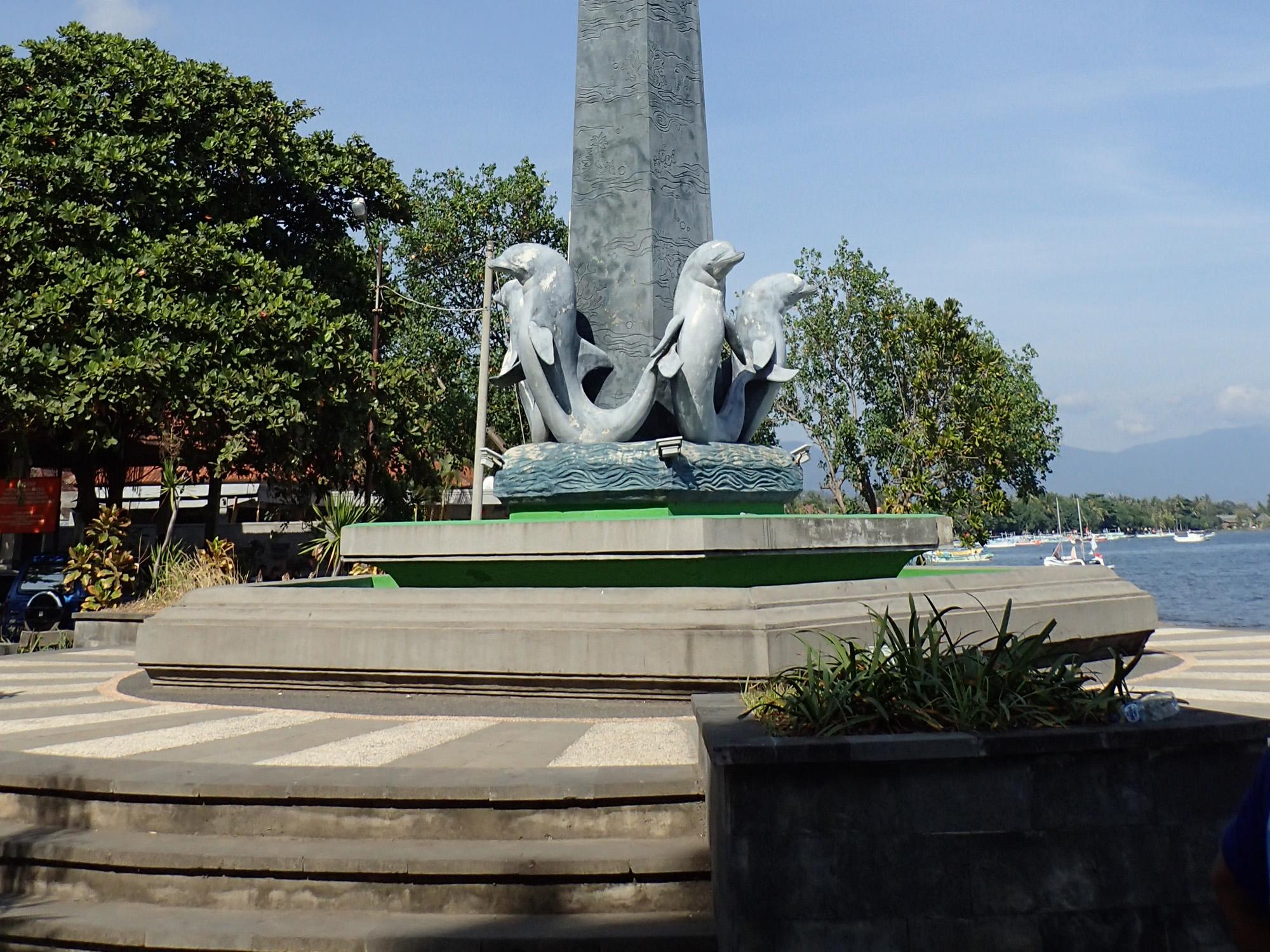 Tugu Lovina - Lovina Dolphin Snorkeling Tour - Bali Tour Packages, YOEXPLORE