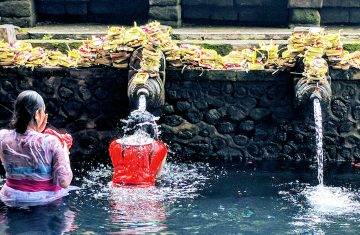 Yoexplore_ Honeymoon to Bali Package irta Empul Temple