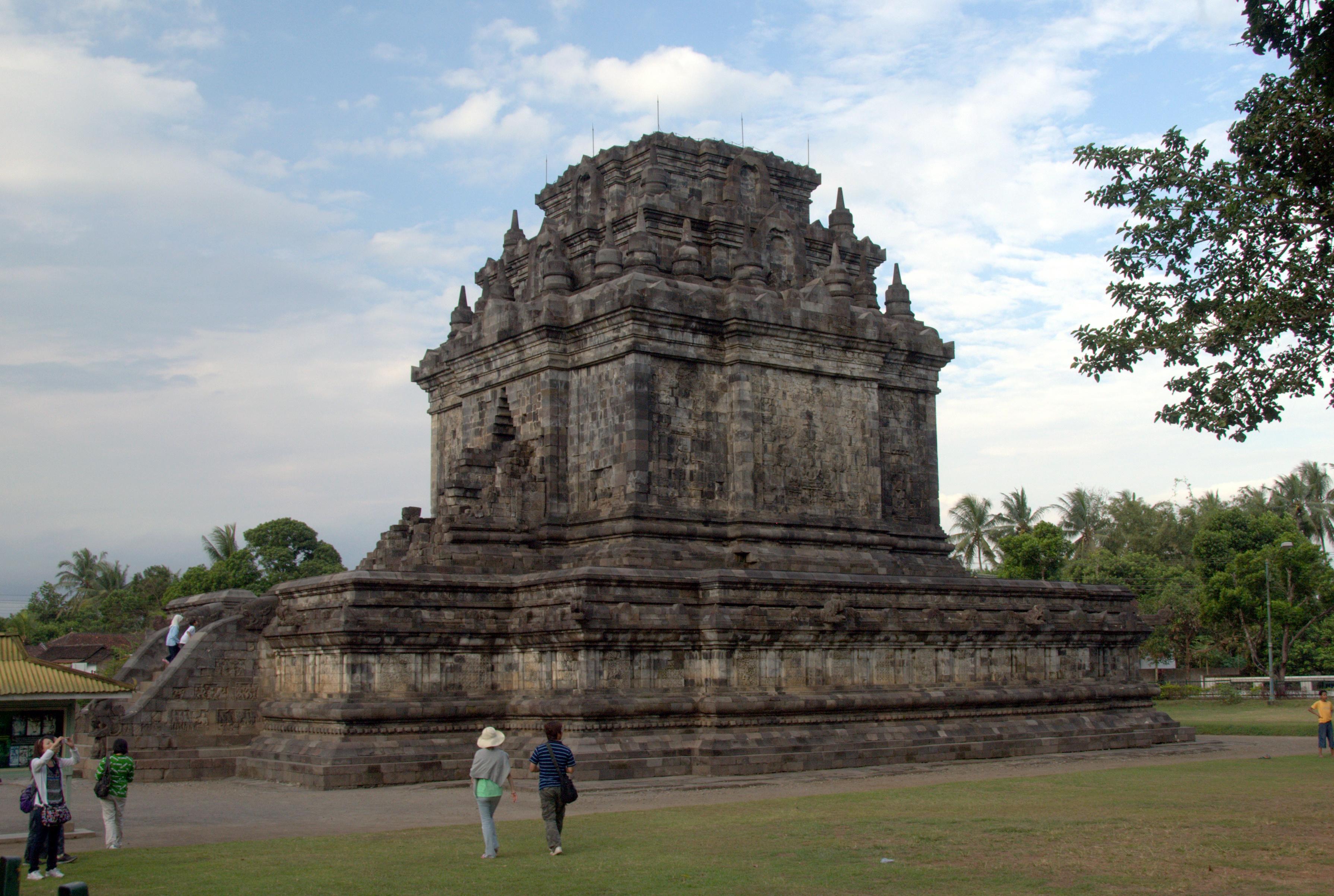 Mendut-Temple-1