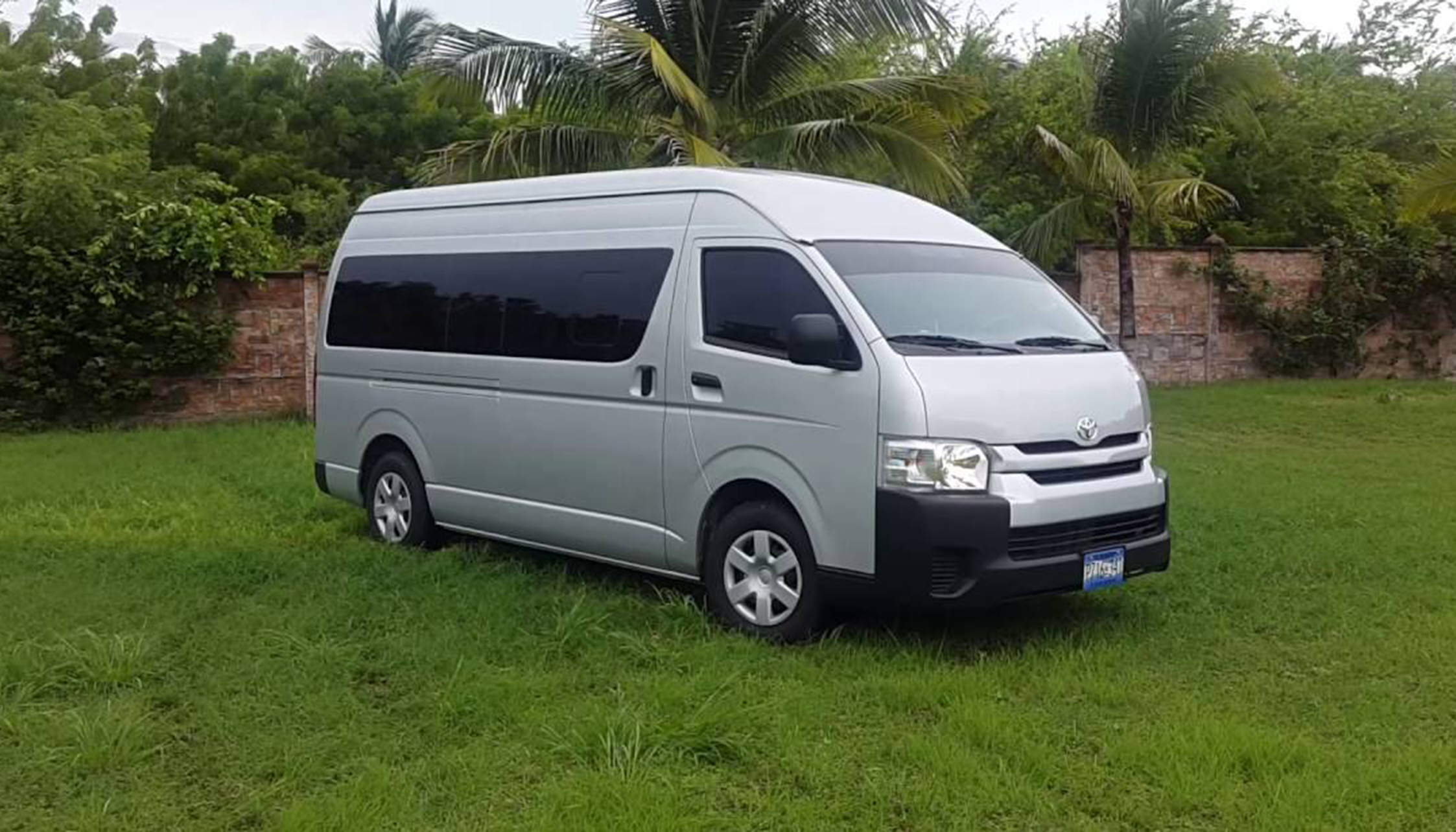 2017-Hiace-Commuter-16-Seater-1