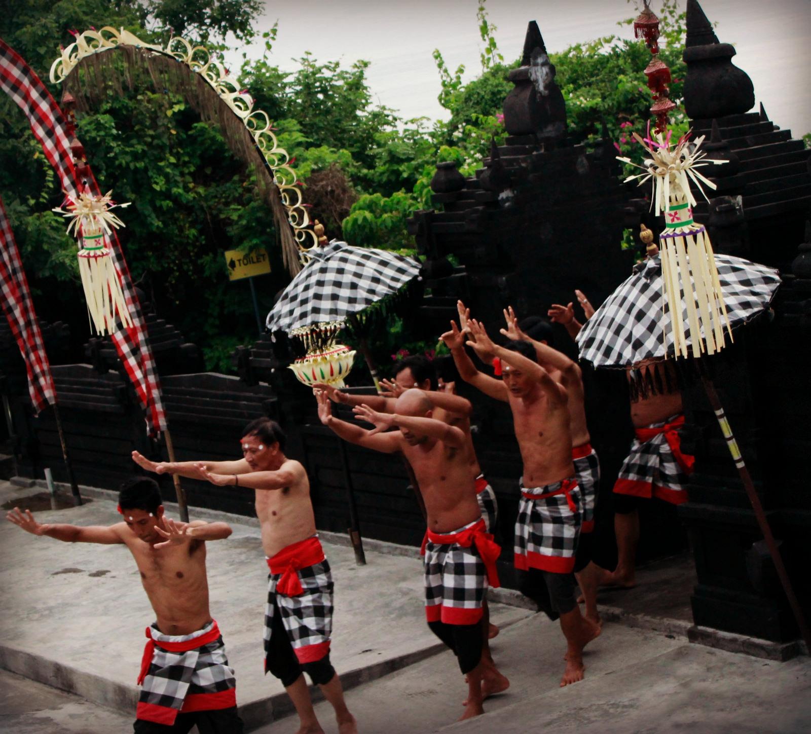 Kecak-Dance-Uluwatu-4