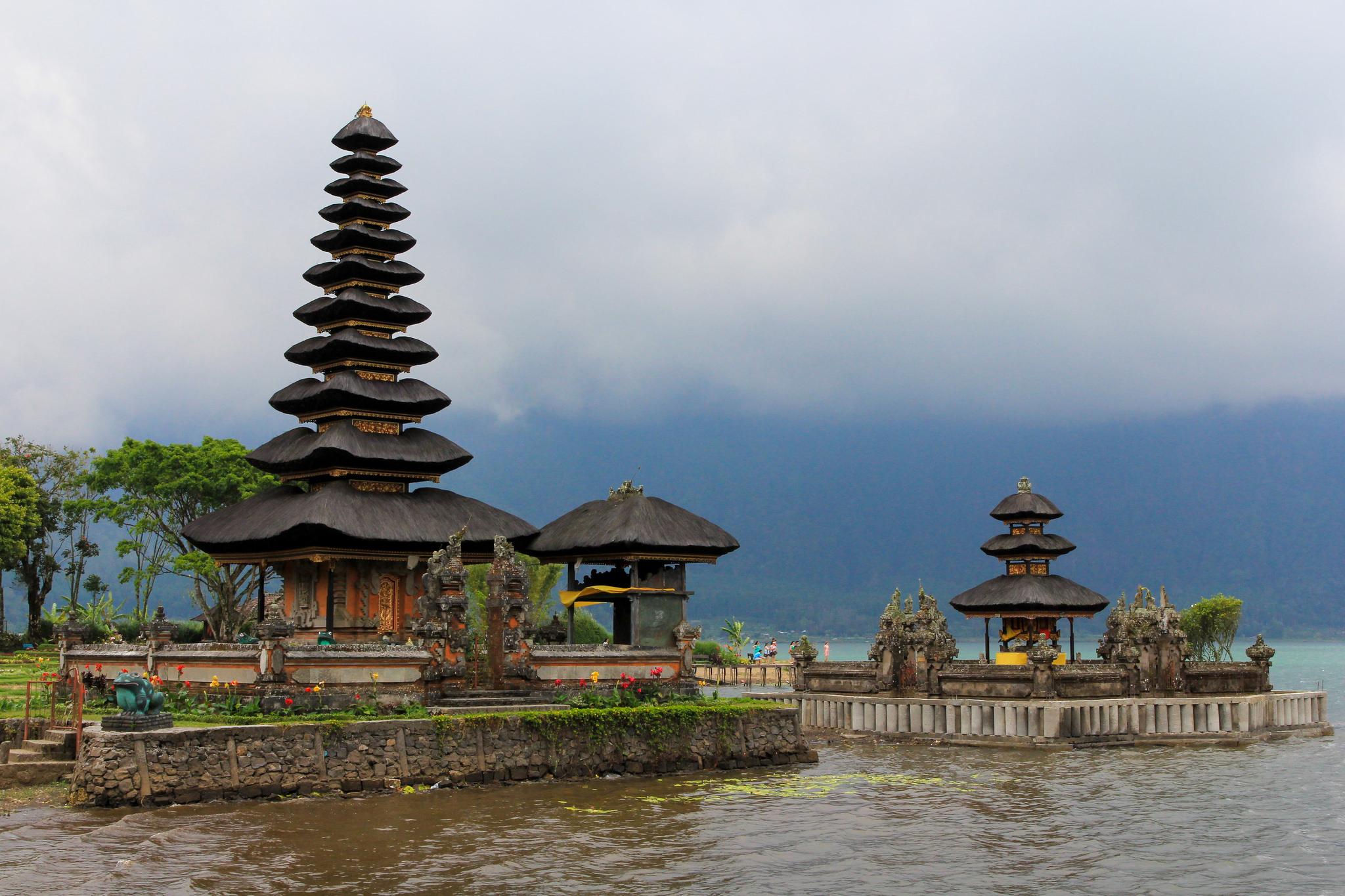 Ulun-Danu-Temple-1