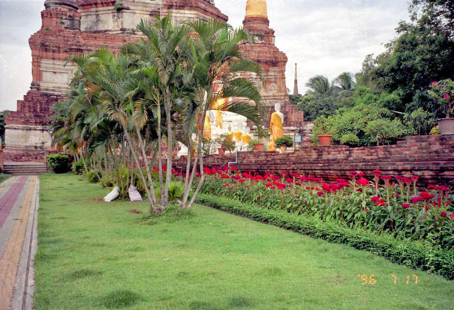 Wat-Yai-Cai-MonKong